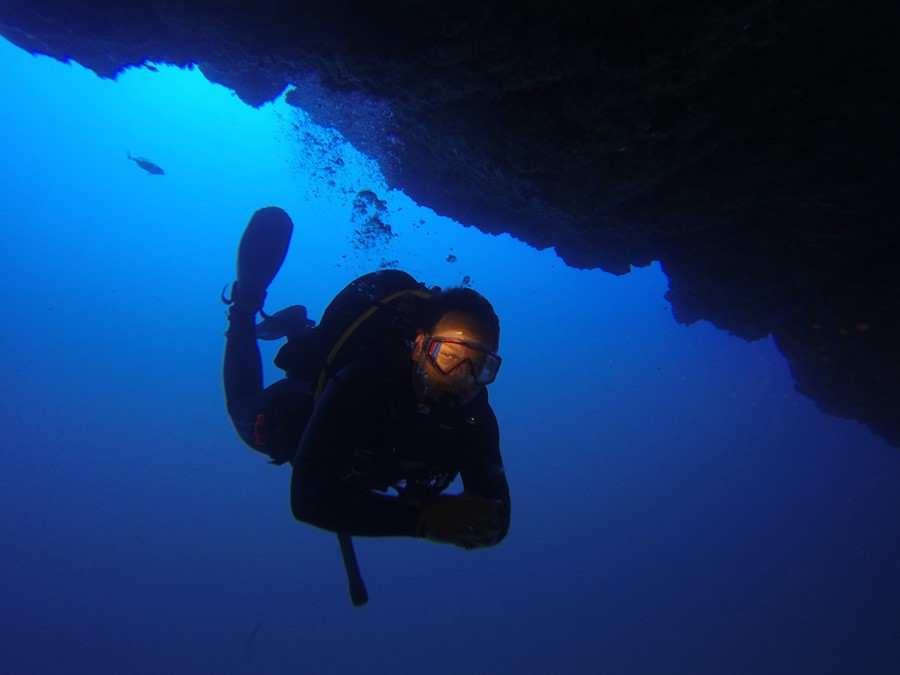 guided dives – Andi in cavern