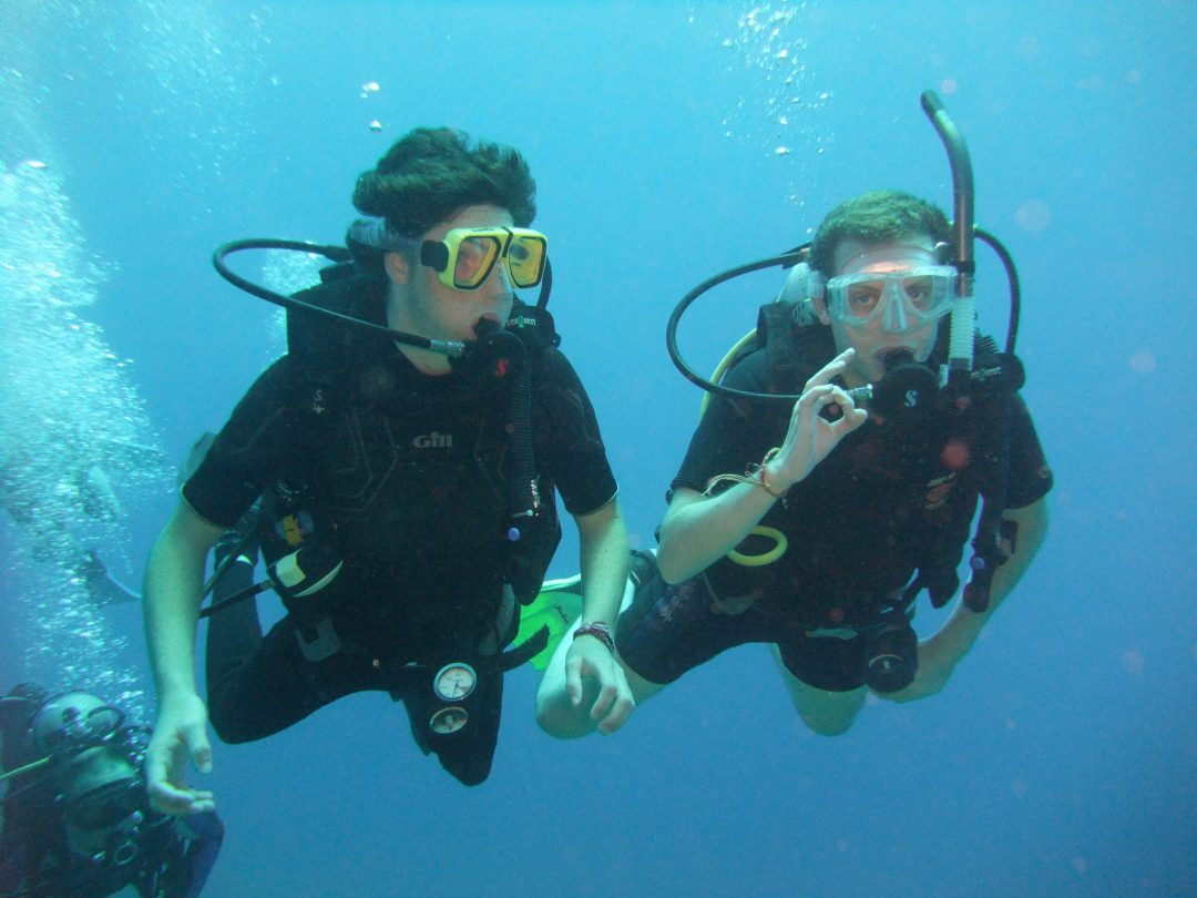 padi courses – 2 happy divers OK